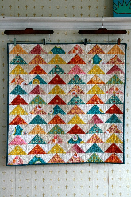 love the colors and the quilting on this. #quilt