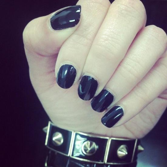 Love short nails with black (or dark) nail polish!
