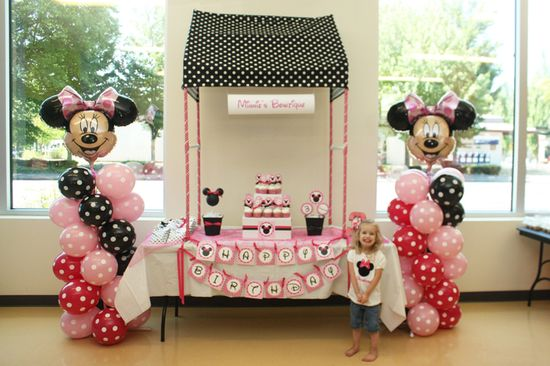 Minnie's Bowtique birthday party with balloon towers.