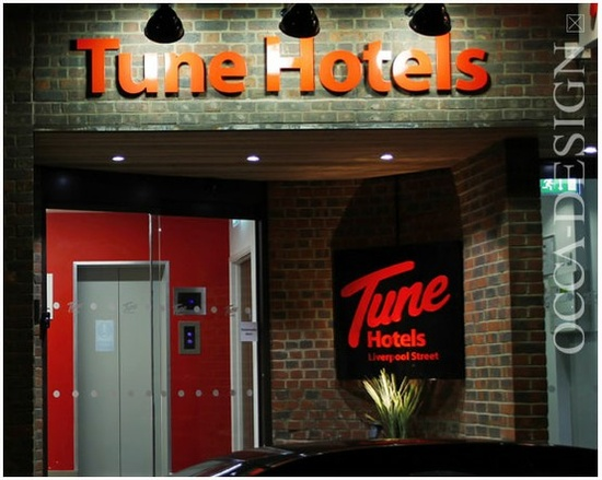 Tune Hotels, Hotel Interior Design, Hotel Entrance, SHop Front