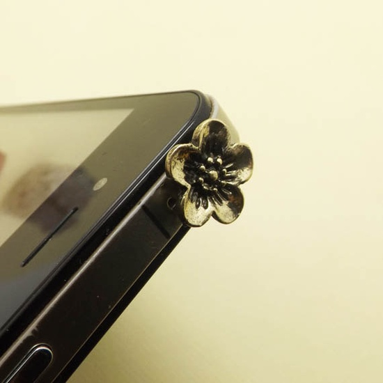 Retro Black Golden Flower Daisy Anti Dust Plug - 3.5mm Phone Dust Stopper Earphone Cap Headphone Jack Charm for iPhone 4 4S 5 HTC Samsung. $2.99, via Etsy.
