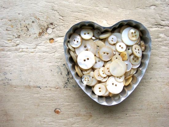 (::)  Vintage Mother of Pearl Buttons in Vintage Heart Tin  ?