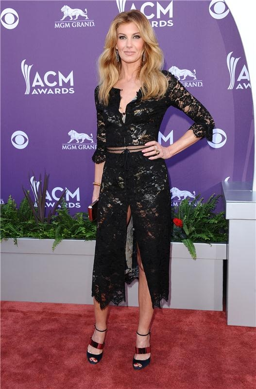 Faith Hill looks stunning in lace at the ACM awards.