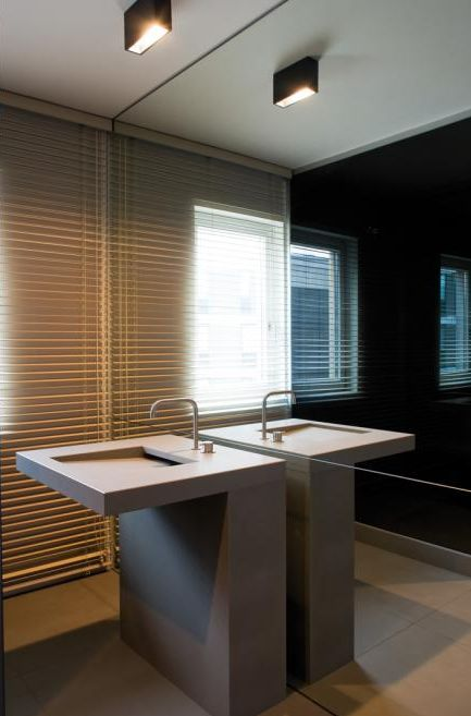 Elegant bathroom design with a wall mirror enlarging the space _
