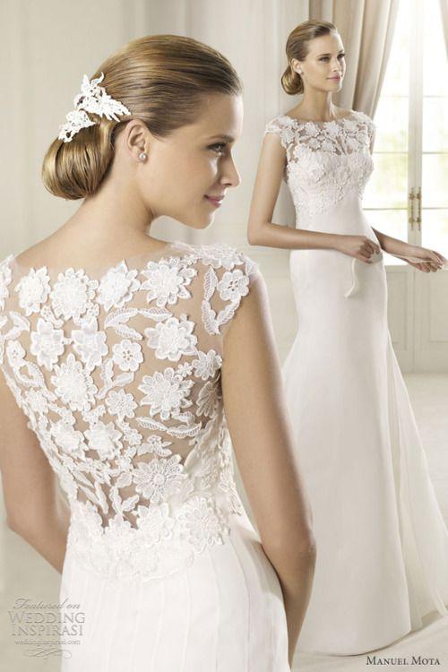 lace, beautiful neckline - manuel mota