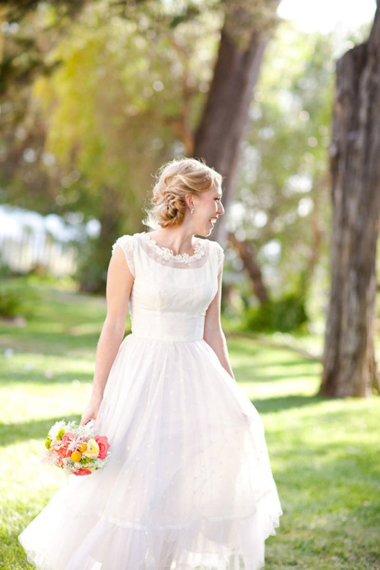 how sweet is this vintage tea-length dress?  Photography by mirellecarmichael...