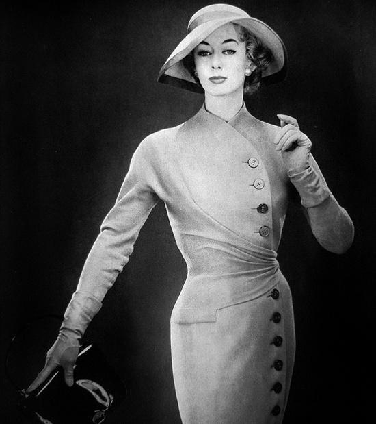 Oodles of button adorned mid-50s sartorial sophistication. #vintage #fashion #1950s #dress - so classy