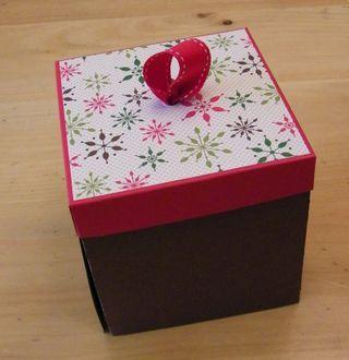 O' Christmas Tree pop-up Box Tutorial  from Flowerbug's Inkspot