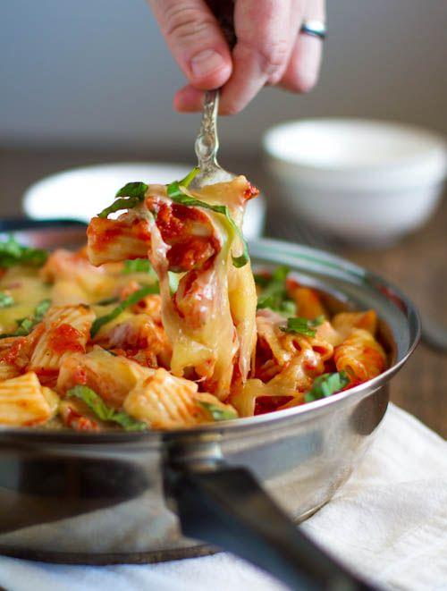 Light Baked Rigatoni by pinchofyum: Fresh and easy. Under 300 calories/serving.  #Pasta #Rigatoni #Light