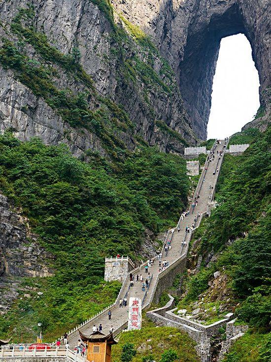 """""""Портата към небето"""" в планината Тянмън, Китай"""