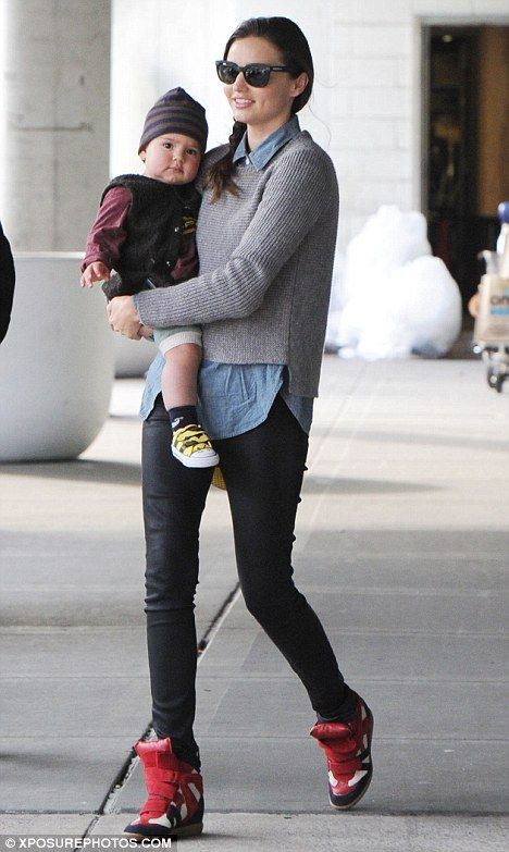 Miranda Kerr w butach na koturnie