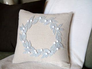 homey home design: Christmas pillow