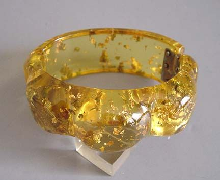 "Beautiful ""Stardust"" Bakelite bangle bracelet. #vintage #jewelry #bracelets #bangles"