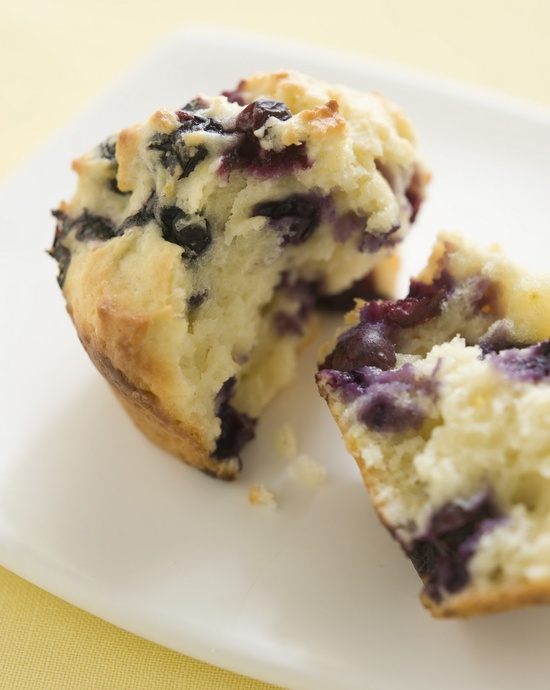 Healthy Blueberry Muffins by shortbreadbakery: Made with applesauce , whole wheat flour and lemon yogurt! #Blueberry_Muffins #Healthy