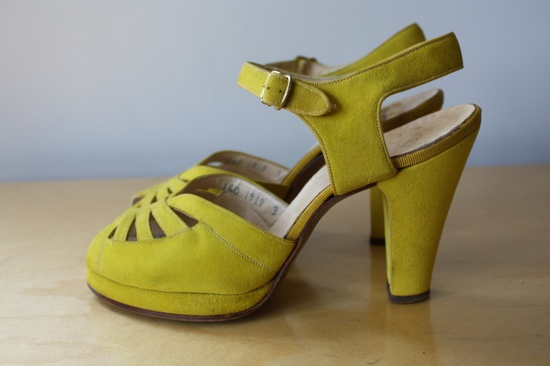 Lovely chartreuse hued 1940s shoes. #vintage #heels #shoes #1940s