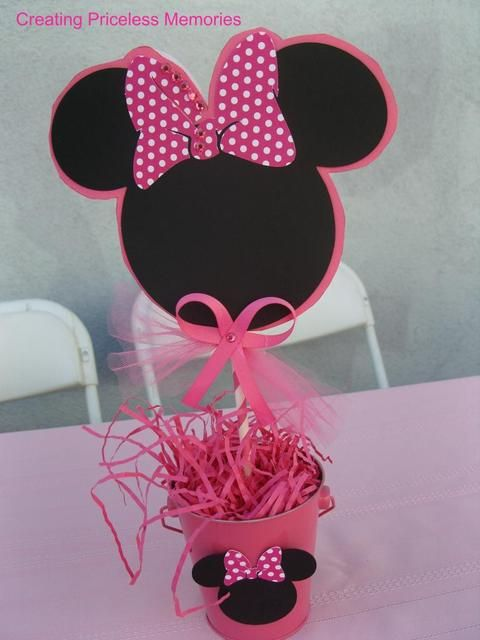 Decor at a Minnie Mouse Party #minniemouse #partydecor