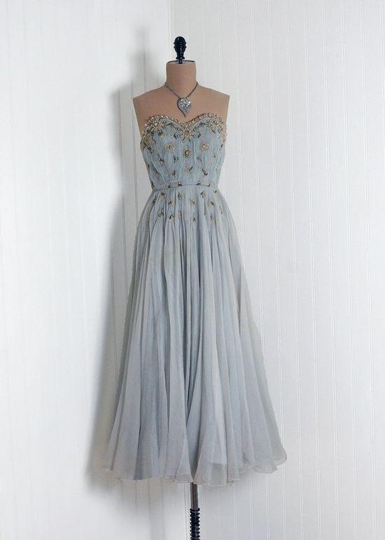 Beautiful vintage dress. LOVE.