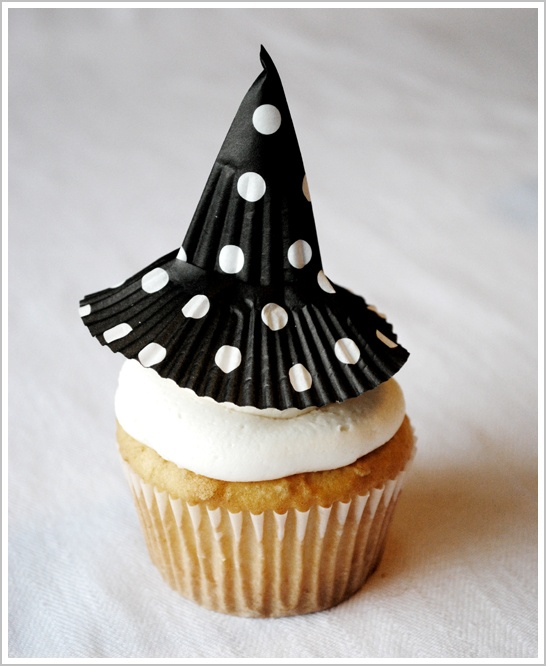 Super easy Halloween cupcake decorating idea!  Witch hats!