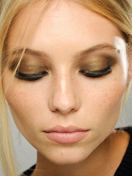metallic smoky eyes at versace spring 2013
