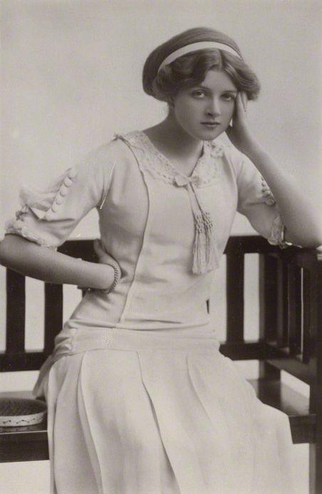 Gladys Cooper, 1910 (so lovely!). #Edwardian #vintage #fashion