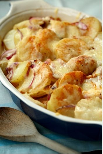 Baked Scalloped Potatoes with Bacon & Cheese