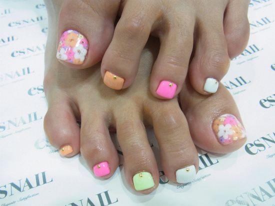 super cute flower summer toe nails