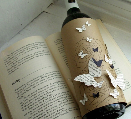 Wine bottle gift wrapper - Books and Wine. $ 4.00, via Etsy.