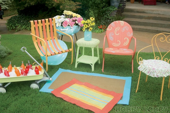 Bring outdated patio furniture up to date with a fresh coat of Krylon spray paint!