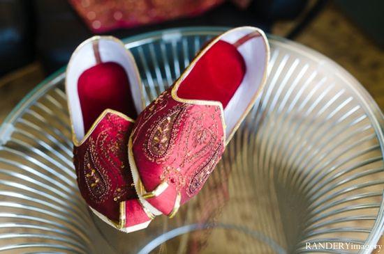indian wedding grooms fashion shoes maharaniweddings....