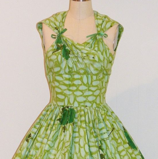 love the idea of this dress!  I am envisioning a kids dress done in this fashion!  Too cute
