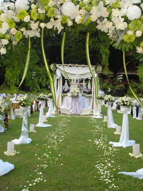 Romantic Wedding in Garden