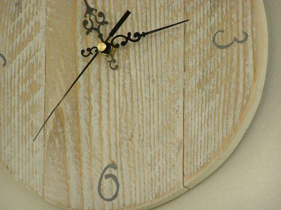 Hand made clocks #Clock, #Decoration, #DIY, #Driftwood, #Green, #Wood