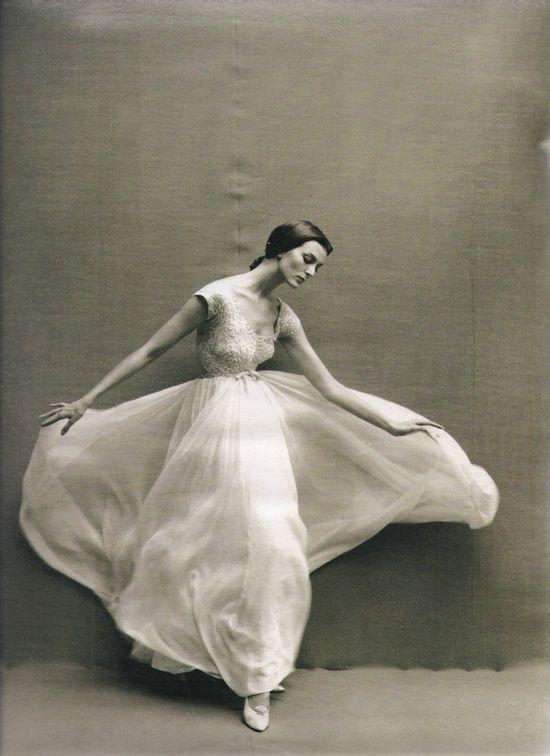 Carmen & Avedon (Harper's Bazaar Spain, May 2011) #motion #dress #white #flow