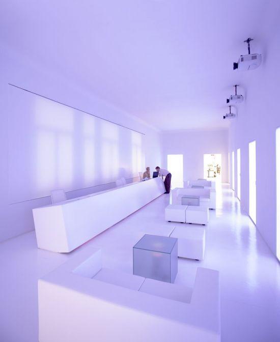 Purple light!  Arena Office / CUAC Arquitectura