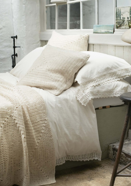 WASHED LACE BEDLINEN
