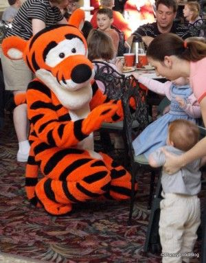 Disney Food for Families: Tips for Disney Dining with Young Children!