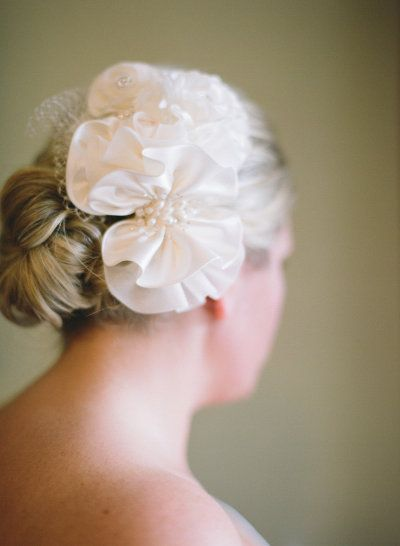 floral hair accessory for the Bride Photography by Carrie Patterson Photography / carriepattersonph...
