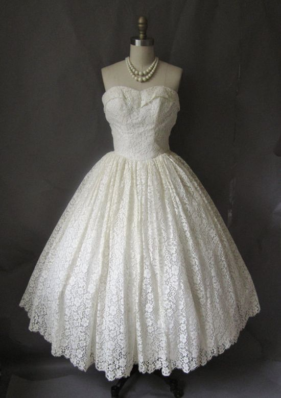 1950's Strapless Ivory Lace New Look Wedding Dress #fashion #vintage #clothes #dress #wedding