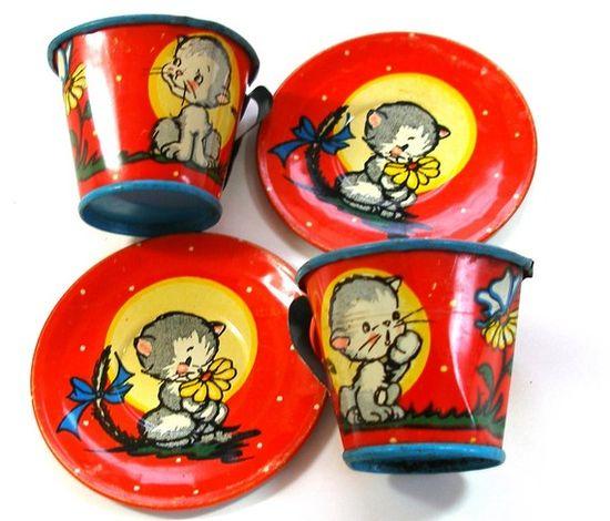 Kittens Vintage Tin Toy tea set, Mugs & Saucers, Set of 4 with litho. I want!