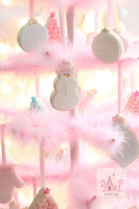Pastel christmas tree with cookie ornaments ~ Sweetopia