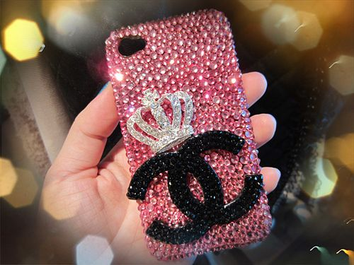 I'm in love with this iPhone case! I need bling mine