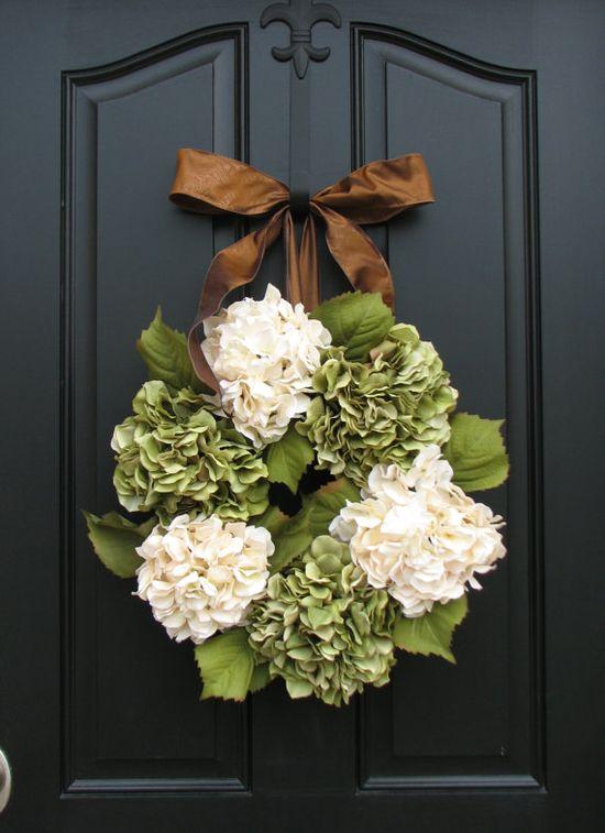 hydrangea wreath. sooo pretty!