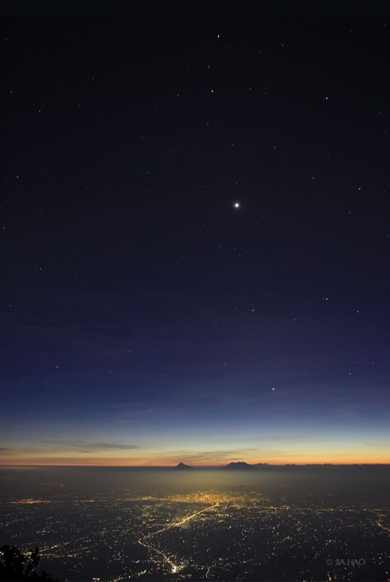 """4 Planet Sunset by Jia Hao: Taken from the summit of volcanic Mount Lawu (Central Java) 7/21/10. Click on the link to see the position labels for Mercury, Regulus,Venus, Mars & Saturn.  Discover the incomparable cosmos with """"Astronomy Picture of the Day""""!"""