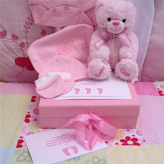 Lovely baby gifts in a keepsake box from Corporate Baby ?