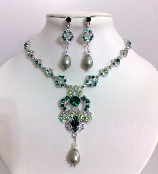 Emerald Green Wedding Jewelry- Bridal/ Bridesmaid Earrings and Necklace Drop Pearl   Keywords: #emeraldweddings #weddings #jevel #jevelweddingplanning Follow Us: www.jevelweddingp... www.pinterest.com... www.facebook.com/... plus.google.com/... www.twitter.com/...