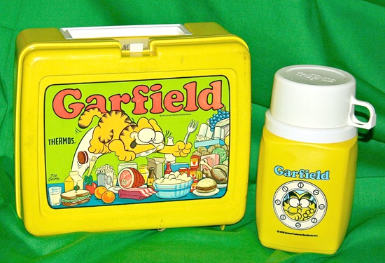 Garfield plastic lunch box with thermos - late 70s / early 1980s #Toys #1970s #Vintage  #Garfield #Lunchbox #1980s