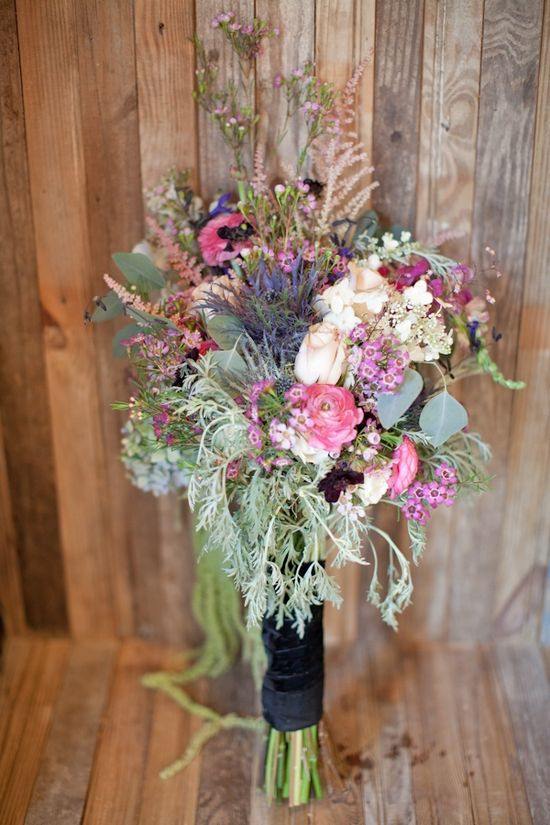 perfect rustic bouquet // photo by Kelly Kollar // flowers by Avant Gardens