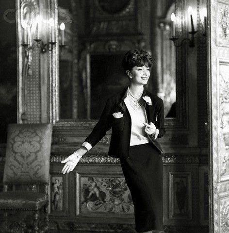 Marie-Hélène Arnaud in a suit by Chanel. 1959. Henry Clarke.