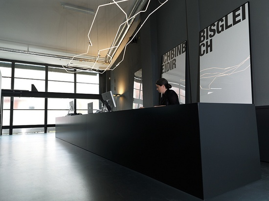 :: INTERIORS :: KMS TEAM GmbH / Tölzer Straße 2c, 81379 Munich, Germany, beautiful bold black office interior
