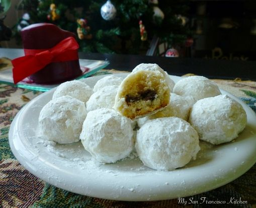 """Snowball """"Surprise"""" Cookies! #Christmas #cookies #holidays #snowball"""